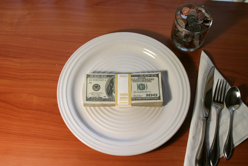Fundraising dinners: If a permissible donor has bought a whole table and gives places to friends, only the donor needs to make a declaration