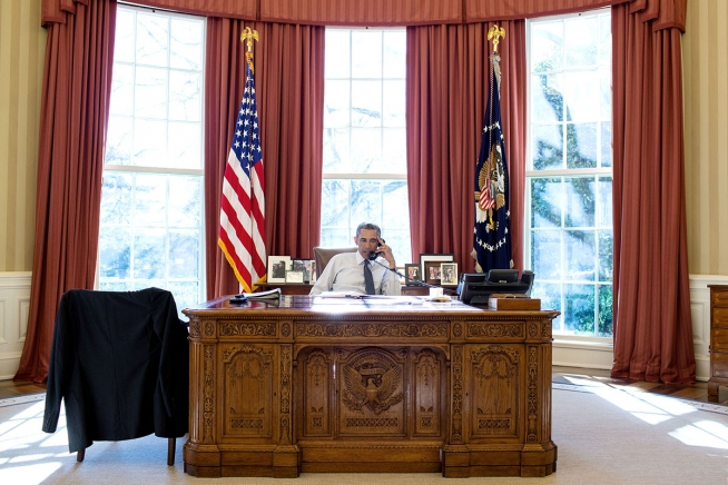 President Barack Obama talks on the phone with President Beji Caid Essebsi of Tunisia during a foreign leader call in the Oval Office, Jan. 5, 2015. (Official White House Photo by Pete Souza)